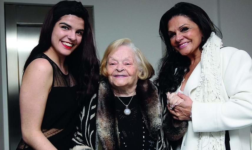 Maria José ladeada pela neta, Maria David, e pela filha, a atriz Rita Ribeiro