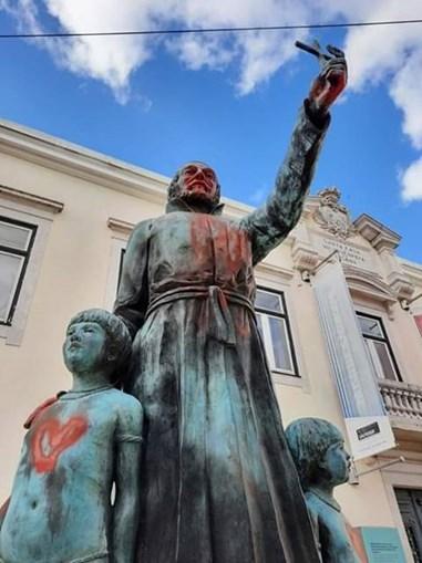 Estátua do Padre António Vieira vandalizada em Lisboa
