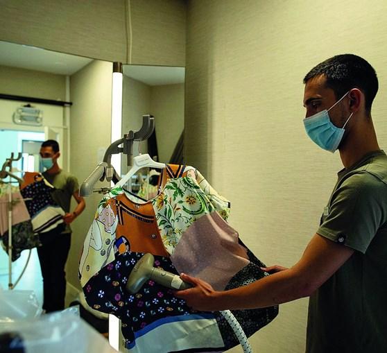 Máquinas a vapor vão higienizar, no El Corte Inglés, todas as roupas em que os clientes tocaram