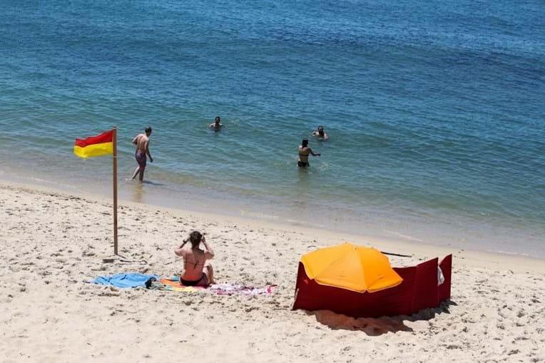 Época balnear abre na Figueira da Foz com poucos banhistas mas em segurança