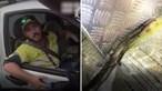 Atacado ao volante por serpente venenosa acaba parado pela polícia