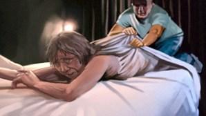 Alcoólico invade quarto da mãe e abusa dela na cama