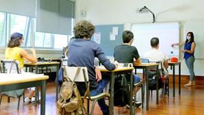 Alunos do secundário e superior regressam às aulas presenciais na segunda-feira