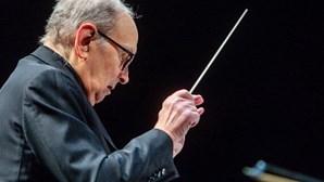 Morreu o compositor Ennio Morricone, um dos maiores nomes da música associada ao cinema