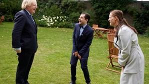 Boris Johnson recebe salvadores do SNS britânico