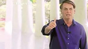 Presidente do Brasil Jair Bolsonaro pode ter contagiado dezenas de pessoas com coronavírus