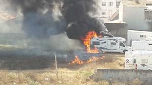Incêndio em parque de caravanas em Ílhavo combatido por 18 bombeiros