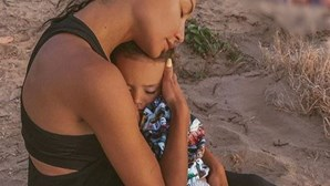 """""""A mãe foi dar um mergulho"""": Estrela de 'Glee' dada como morta estava com o filho de quatro anos"""