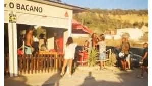 Mustafá e adeptos do Benfica trocam insultos na praia da Fonte da Telha