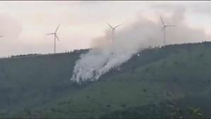 Bombeiro que morreu na Lousã foi cercado pelas chamas após mudança de vento, diz Proteção Civil