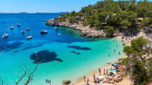 Ibiza prepara época alta inédita sem festas devido ao coronavírus