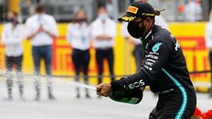 Lewis Hamilton reservou uma sala só para si na galeria dos imortais da Fórmula 1