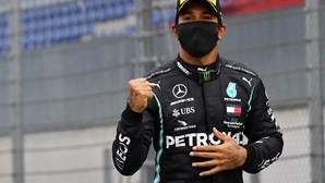 Ataque ao cair do pano vale 'pole position' a Lewis Hamilton