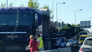 Acidente bloqueia circulação na Ponte 25 Abril, no sentido Almada-Lisboa