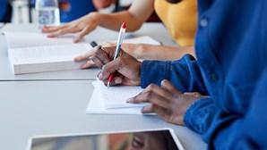 Escolas só devem reabrir com transmissão de coronavírus comunitária controlada, alerta OMS