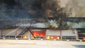Incêndio em zona industrial em Castelo de Paiva está dominado