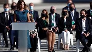 Enfermeira discursa durante homenagem às vítimas do coronavírus e emociona Espanha