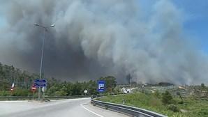 Incêndio em Valongo aproxima-se de estação de serviço da A41
