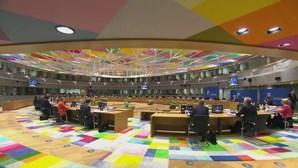 Conselho Europeu ainda sem acordo para fundo de recuperação. Reunião prossegue este domingo