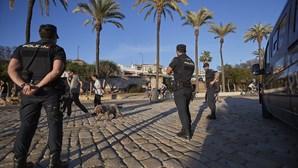 Polícia resgata menina de 12 anos vendida pelos pais a outra família em Espanha. Há três detidos