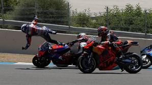 A aparatosa queda de Miguel Oliveira na primeira curva do GP Andaluzia