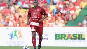 Ex-futebolista viola proibição de ajuntamentos e organiza festa em mansão no Rio de Janeiro