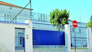 Guarda prisional da cadeia de Setúbal encontrado morto em casa