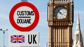Reino Unido alivia medidas da Covid-19 no Natal para facilitar reuniões familiares