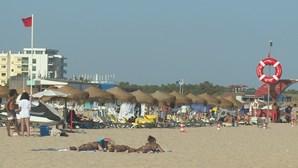 Praias de Santo António e Monte Gordo interditadas a banhos devido à presença de bactérias na água