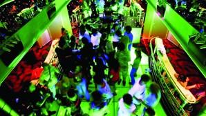GNR fecha danceteria em Gaia com pista de dança aberta e mais de 100 pessoas no local