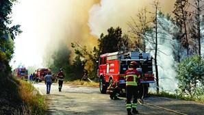 Mulher de bombeiro ateia fogo em Alfândega da Fé para ilibar o marido