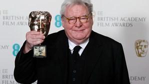 """Morreu o realizador Alan Parker. Britânico de 76 anos foi responsável por filmes como """"Expresso da Meia Noite"""" e """"Fama"""""""