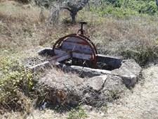 Noras abandonadas onde foram feitas buscas ficam localizadas junto a uma estrada que dá acesso à praia da Boca do Rio