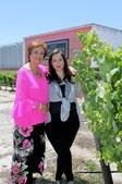 Leonor Freitas com a filha, Joana Freitas, a quinta geração feminina da empresa agrícola