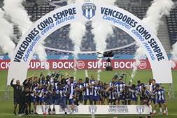Portistas celebram conquista do título a duas jornadas do fim da Liga e após o primeiro clássico da história sem público
