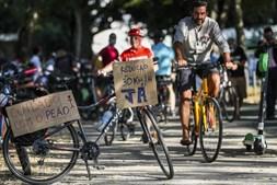 Centenas juntam-se em vigília em Lisboa para homenagear vítimas de atropelamentos