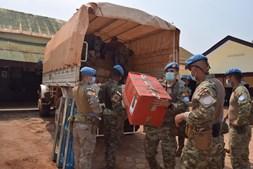 Militares portugueses distribuem material hospitalar, desportivo e brinquedos na República Centro-Africana
