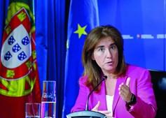 """Ana Mendes Godinho explica que a economia está """"numa nova fase"""" e os apoios são para a retoma e não para paragens"""