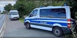 Polícia alemã durante as buscas