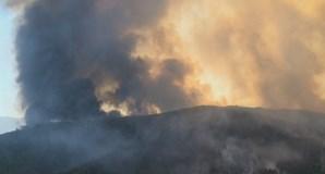 Incêndio combatido por 10 meios aéreos aproxima-se de aldeia na Covilhã. Veja as imagens