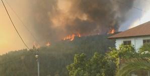 Incêndio combatido por 13 meios aéreos ameaça aldeia e parque natural na Covilhã