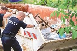 Polícia recolheu vários objetos