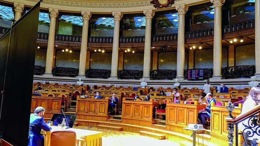 Comissão parlamentar de finanças deu esta quarta-feira luz verde à proposta dos sociais-democratas durante a votação na especialidade do Orçamento Suplementar