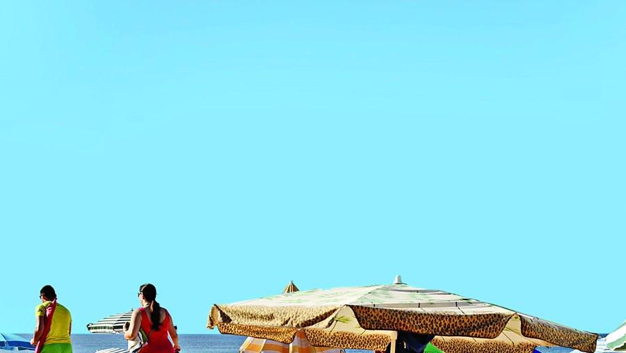Deixar chapéus de sol, toalhas ou outros objetos nos areais das praias a marcar lugar é um estratagema a que a Autoridade Marítima quer agora pôr fim