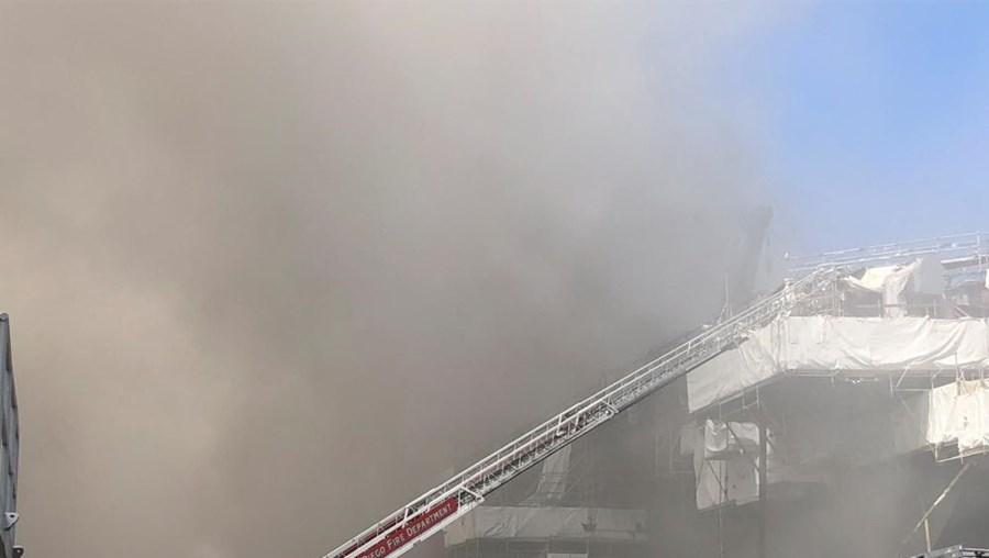 Marinheiros feridos durante incêndio em barco militar nos Estados Unidos