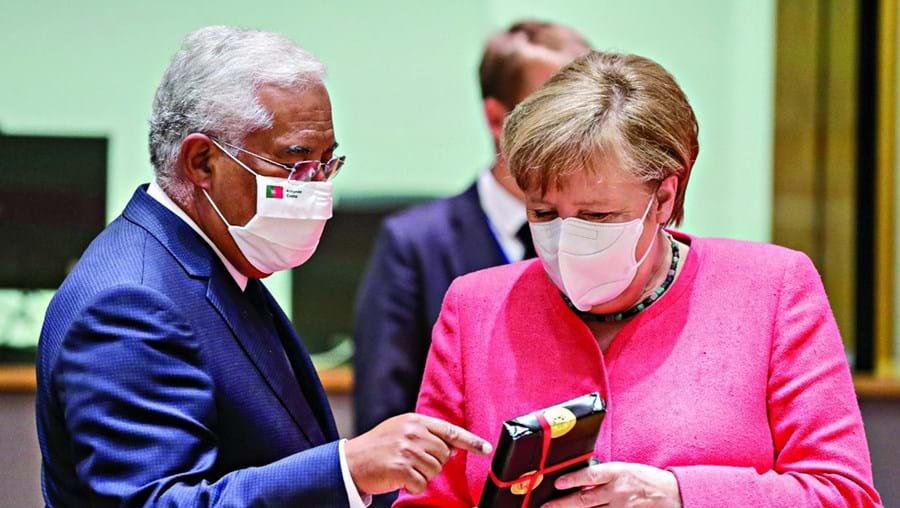 Costa e Merkel trocaram presentes em dia de aniversário