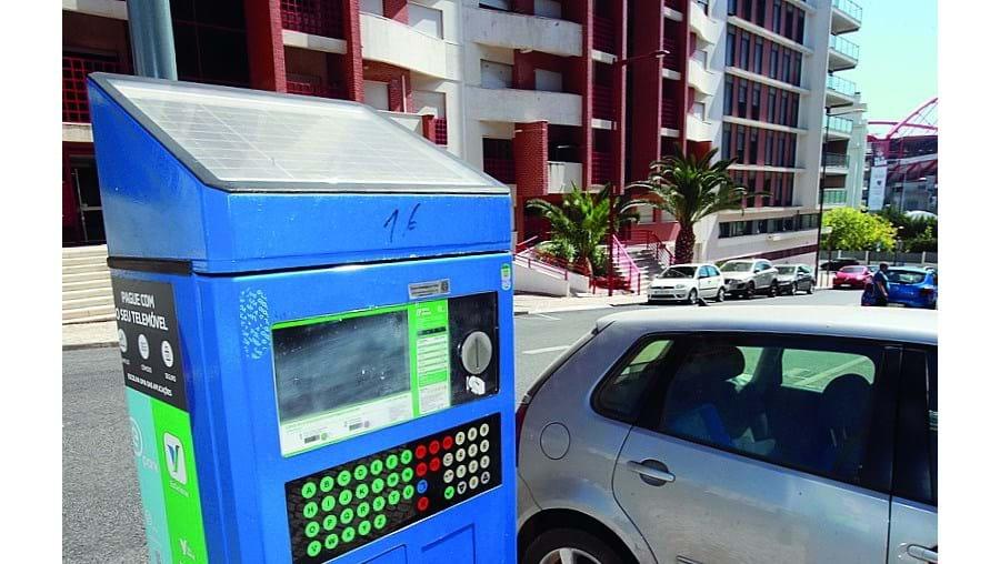 A EMEL gere 92 590 lugares nas ruas e 7414 em parques de estacionamento