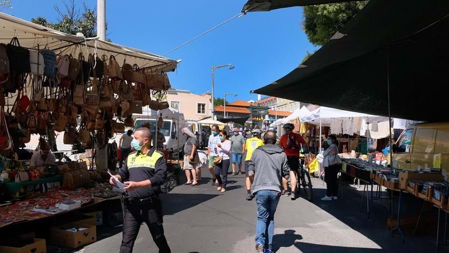 Mercados e feiras nas 19 freguesias com medidas mais restritivas vão poder reabrir