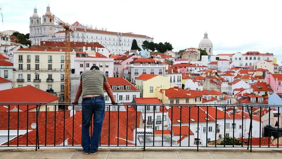 Valor por metro quadrado das avaliações bancárias da habitação baixou na capital, mas no Algarve e no Alentejo ainda esteve em fase de subida no mês de junho