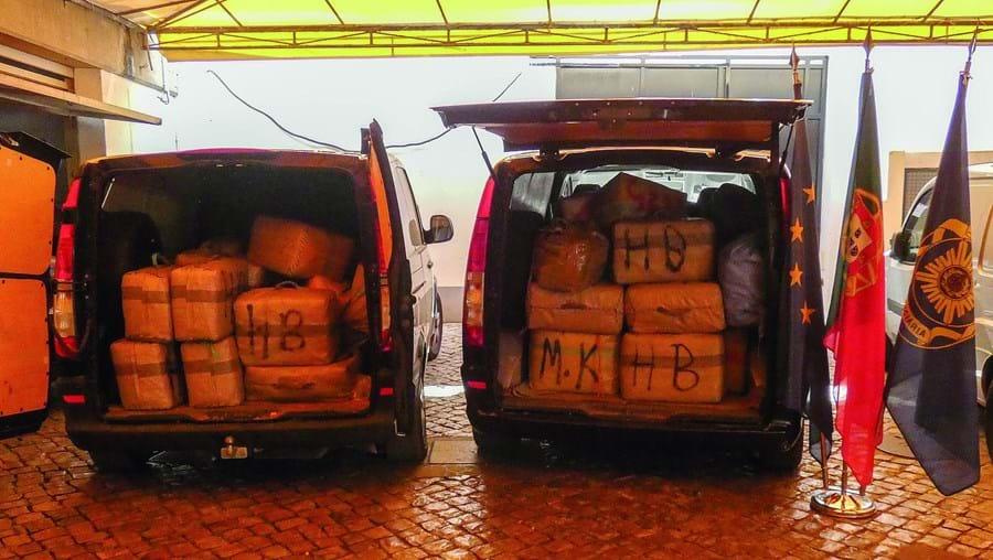 Fardos de haxixe foram apreendidos durante uma operação montada na A22 pela Polícia Judiciária e pela GNR